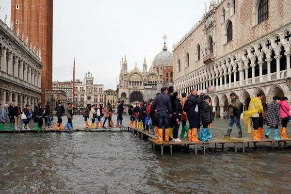 سیل در ایتالیا 8 قربانی گرفت، حمل و نقل ریلی رم با مشکل روبرو شد