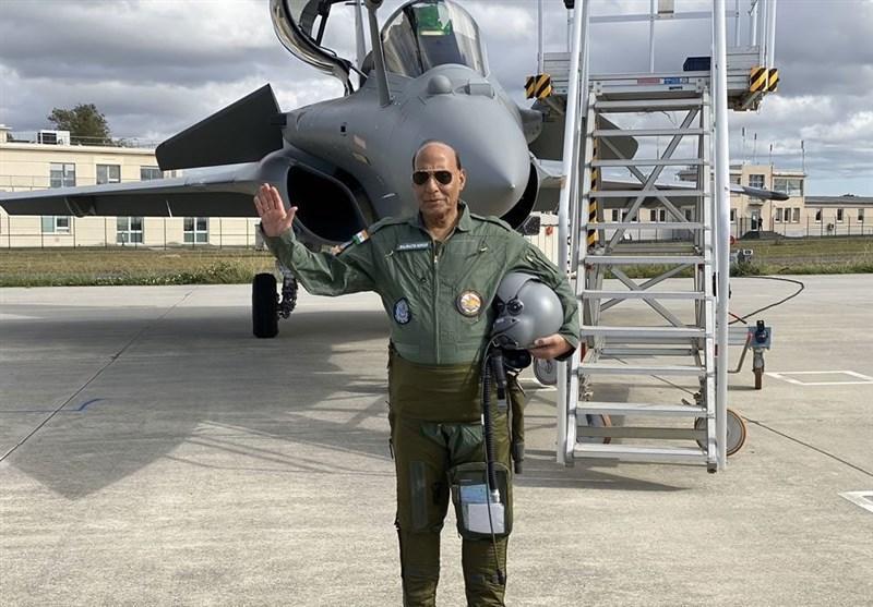 تحویل اولین فروند جنگنده فرانسوی به وزارت دفاع هند
