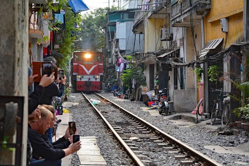 ادامه سختگیری ها در خصوص خیابان قطار معروف هانوی