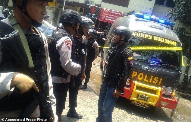 کشته شدن بمب گذار اندونزیایی در درگیری با پلیس