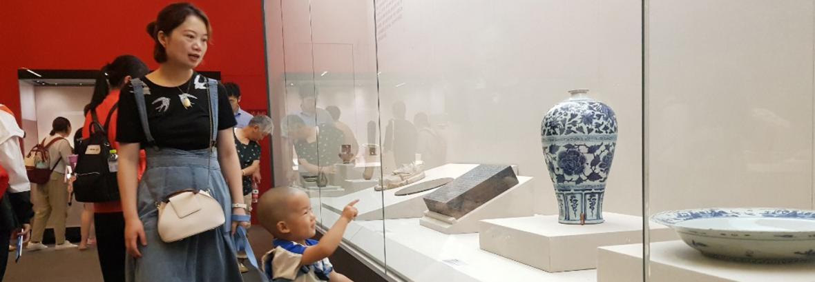 آثار موزه ملی ایران به سلامت از چین بازگشت ، چینی ها به تماشای سنگ پی بنای تخت جمشید رفتند