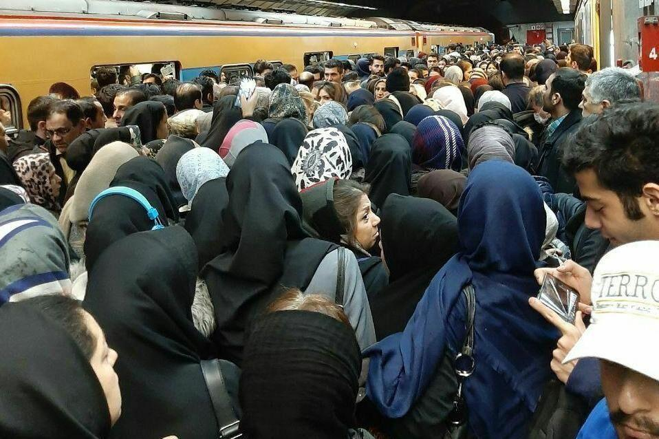 خبرنگاران ورود دستفروشان به مترو ممنوع شد
