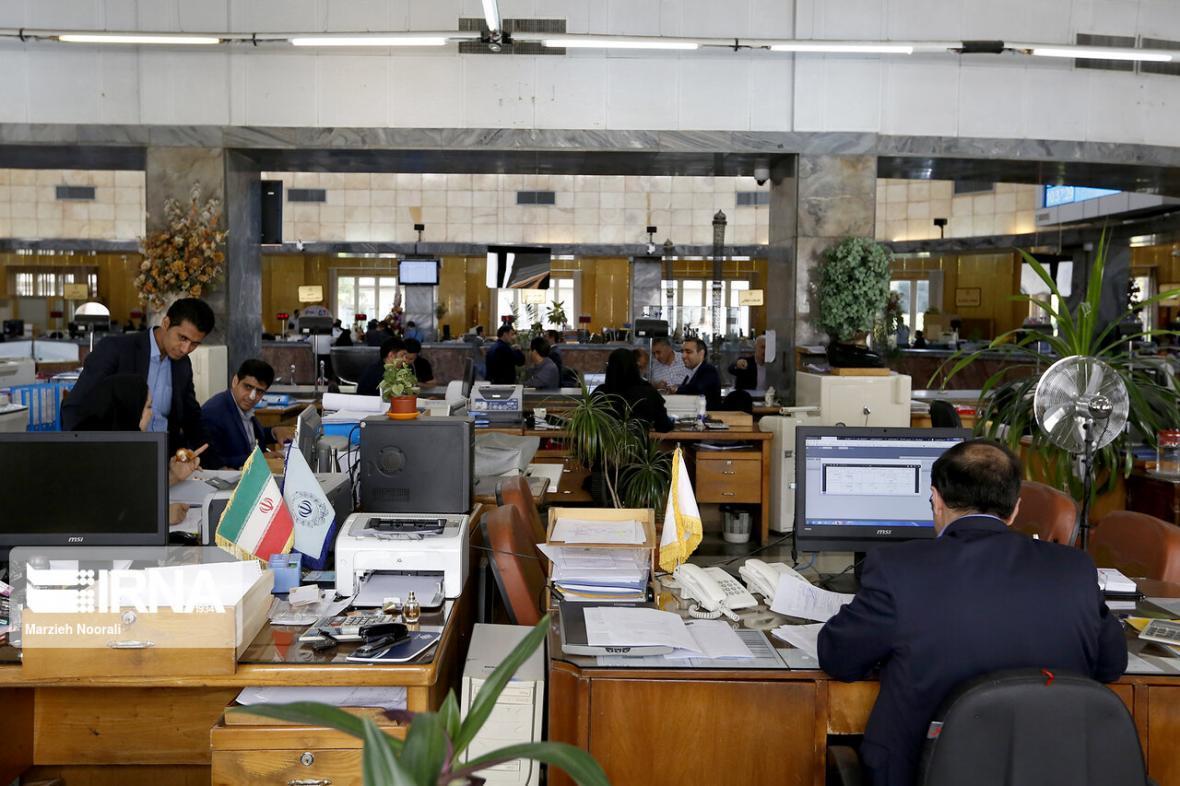 خبرنگاران عرضه اموال بانک ها در بورس در قالب ETF