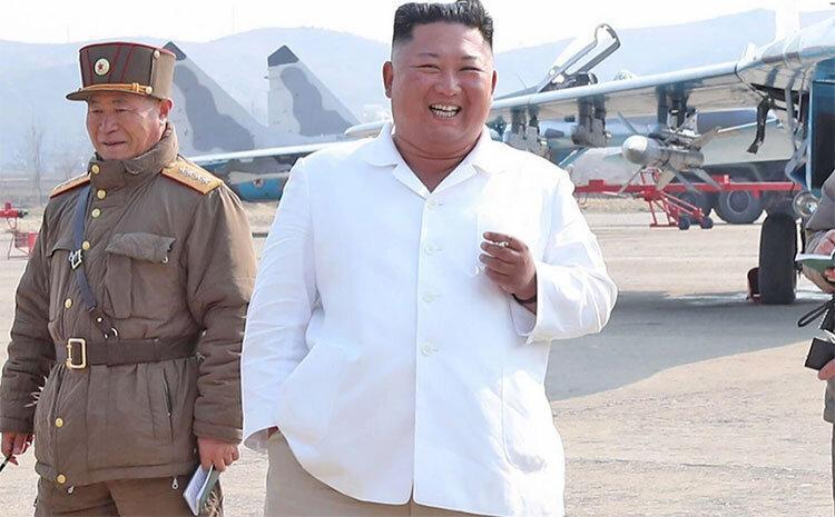 بدون ماسک با سیگار ، بازدید رهبر کره شمالی از یک مرغداری