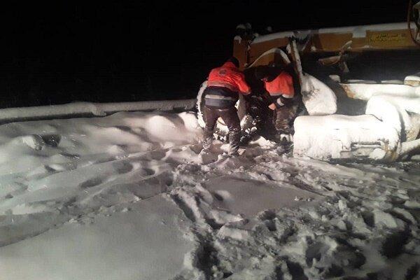 بارش 40 سانتی برف در محورهای کوهستانی گیلان، انسداد پونل - خلخال
