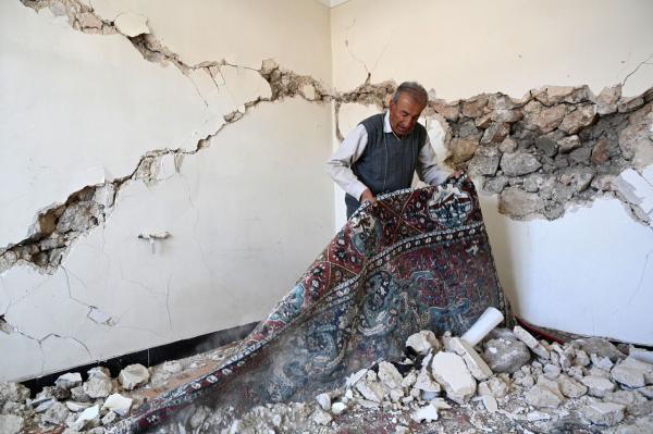 خبرنگاران هلال احمر لرستان برای امداد رسانی به زلزله زدگان سی سخت آمادگی دارد