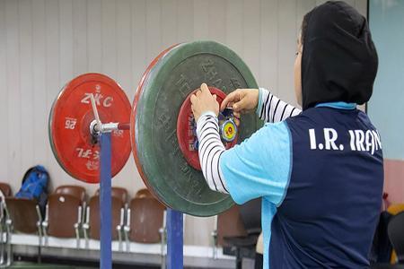 وزنه برداران زن، بر روی تخته آسیایی