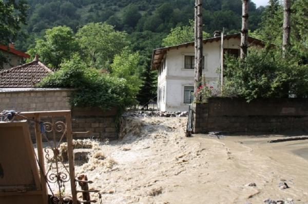آسیب سیلاب به راه های 40 روستای شهرستان آمل